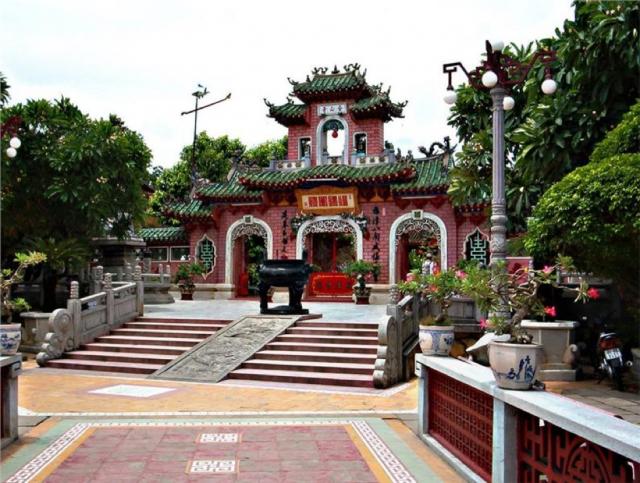 Hội Quán Chi Hội Hải Nam Trung Quốc cách villa 3,4 km